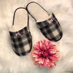Victoria's Secret slippers Sz XL NWOT